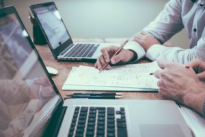 gestion administrative du personnel : tous les documents administratifs de l'embauche au départ de votre salarié. Gérer les difficultés de vos salariés en amont pour limiter l'absentéisme et optimiser la productivité