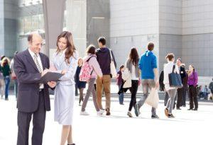 pourquoi externaliser : les avantages liés à une collaboration avec un prestataire extérieur